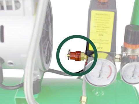 lucht-compressor-ACG24-8-SILENT-overdrukventiel